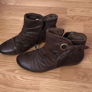 Brown Baretraps booties